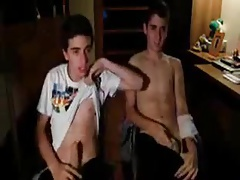 2 friends play on cam