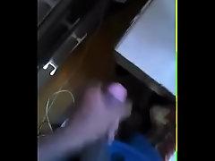 Novinho de 14 batendo punheta e gozando || kik: th1agom